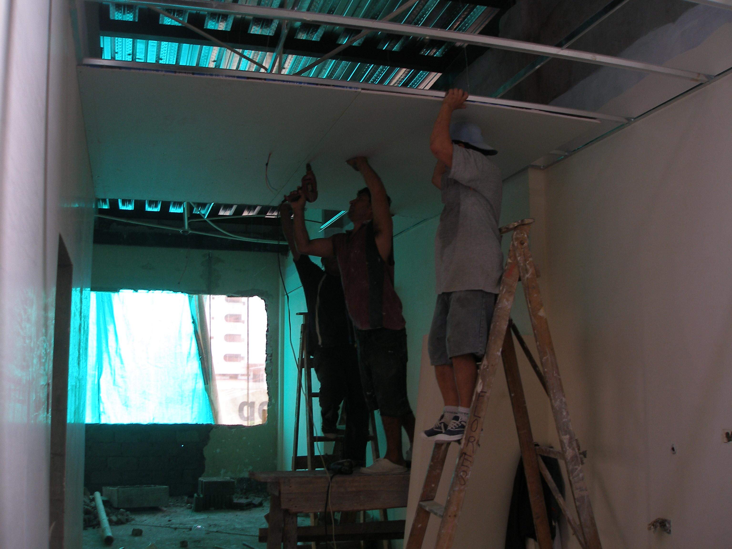 Instalacion De Cabinas De Baño Quito: Instalacion de Alucobond, Ventaneria, Cubiertas de Policarbonato y